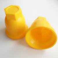 Пластиковий ковпачок на гайку колеса вантажного автомобіля, 32 мм, жовтий.