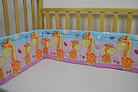 Бортики в детскую кроватку защита бампер Жираф розовый