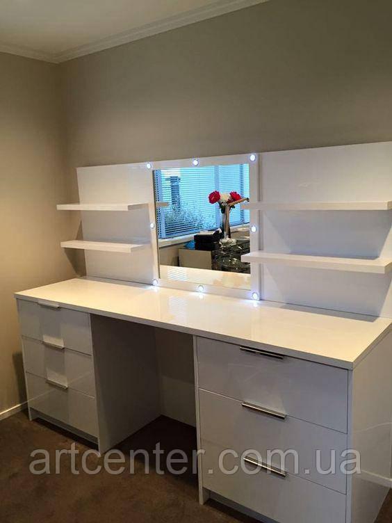 Туалетный столик с ящиками и полками, стол для парикмахера, визажный стол