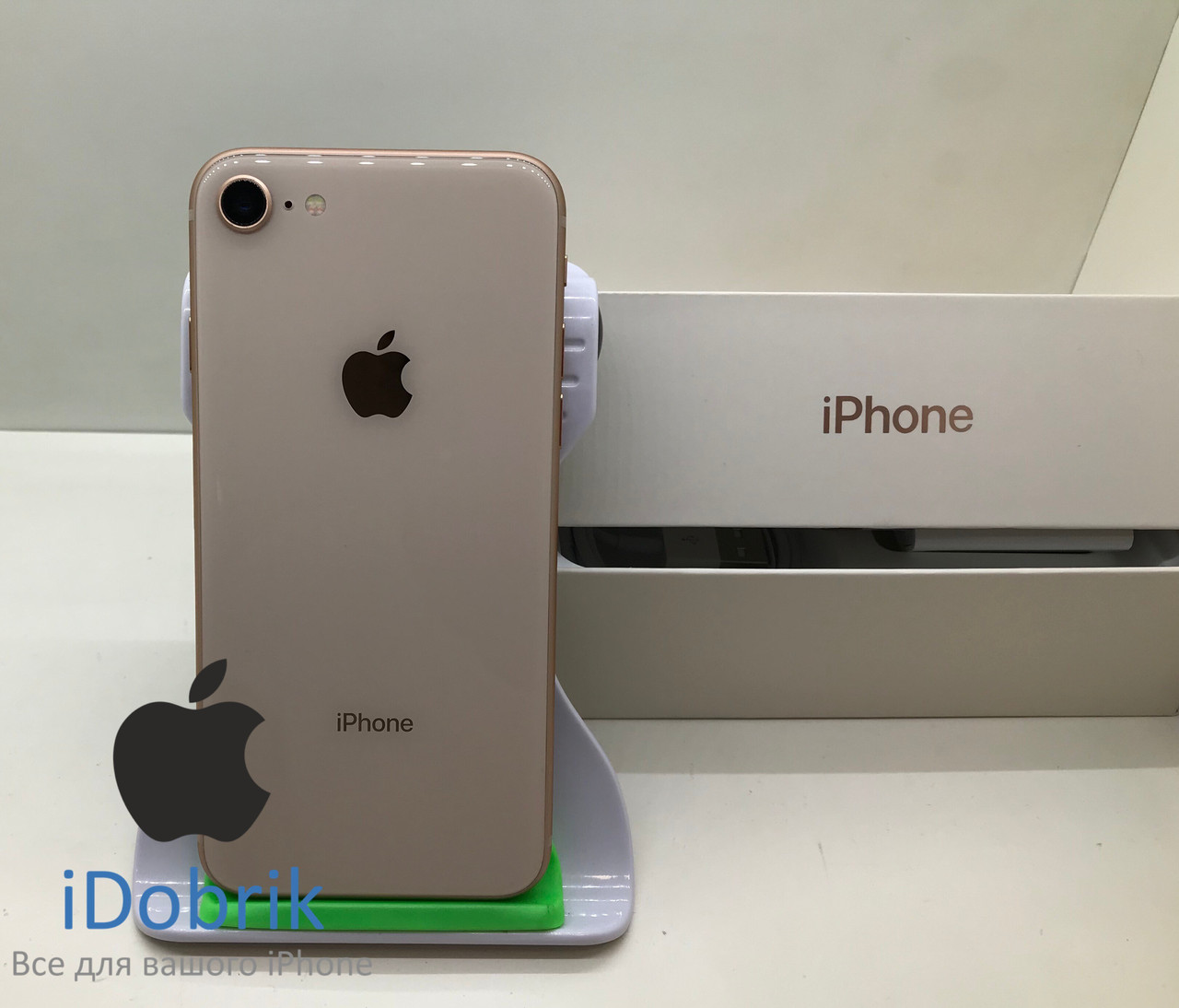 Телефон Apple iPhone 8  64gb  Gold  Neverlock  10/10