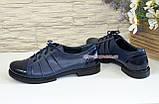 Туфли женские закрытые кожаные на шнуровке с вставками из лаковой кожи, синий цвет., фото 4