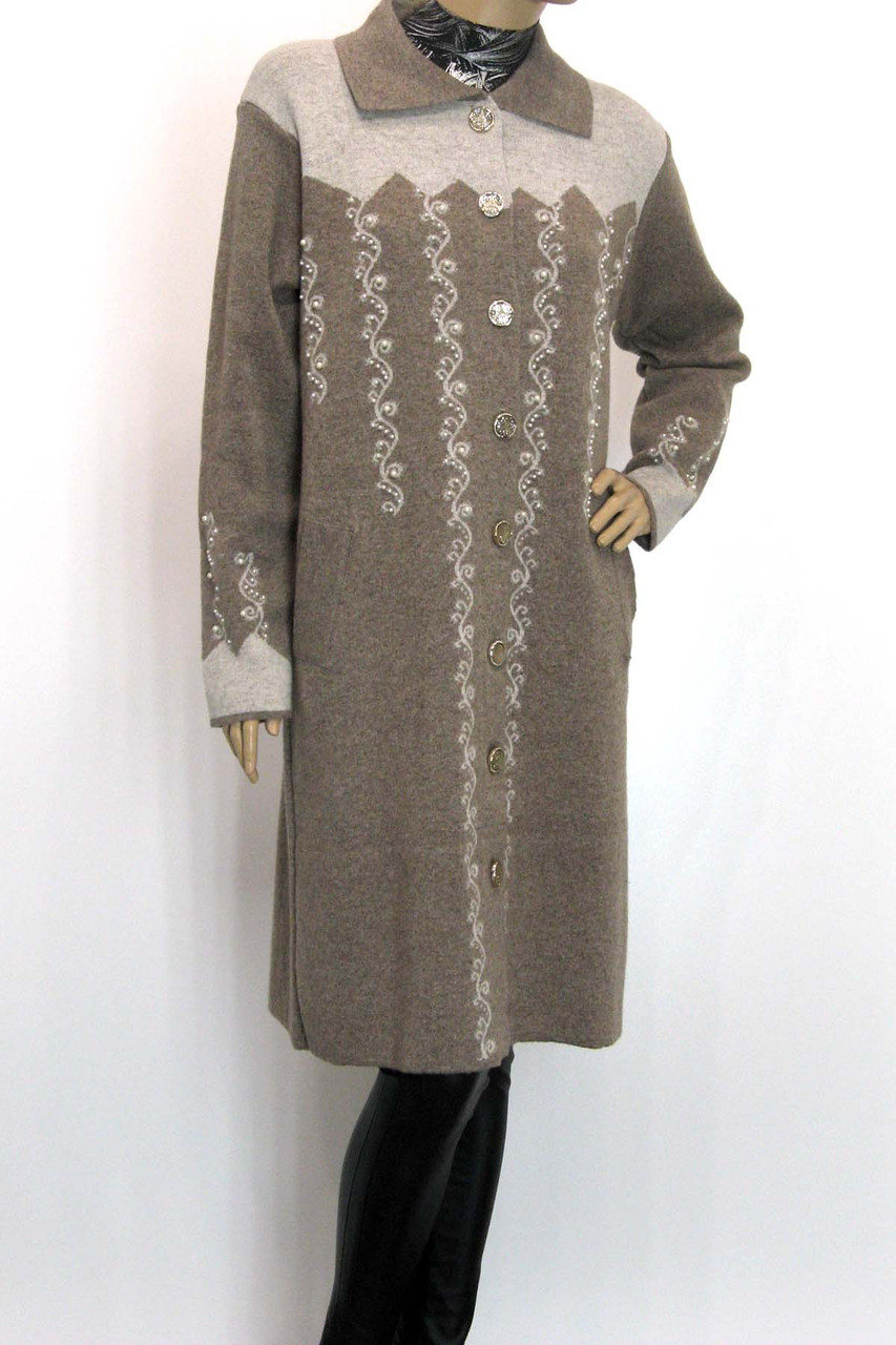 Жіноче  шерстяне пальто оброблене перлинками