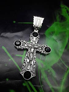 Серебряный крест с камнями оникс