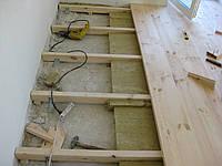 Укладка деревянных полов.