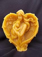 Свеча в форме сердца на День Святого Валентина