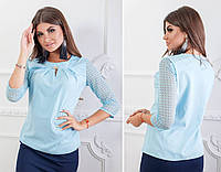 Блуза с кружевными рукавам и брошкой, бенгалин, модель 122, цвет - голубой