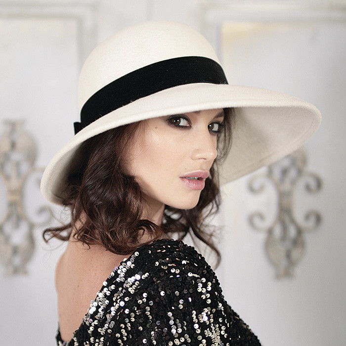 Фетровий капелюх класичного стилю