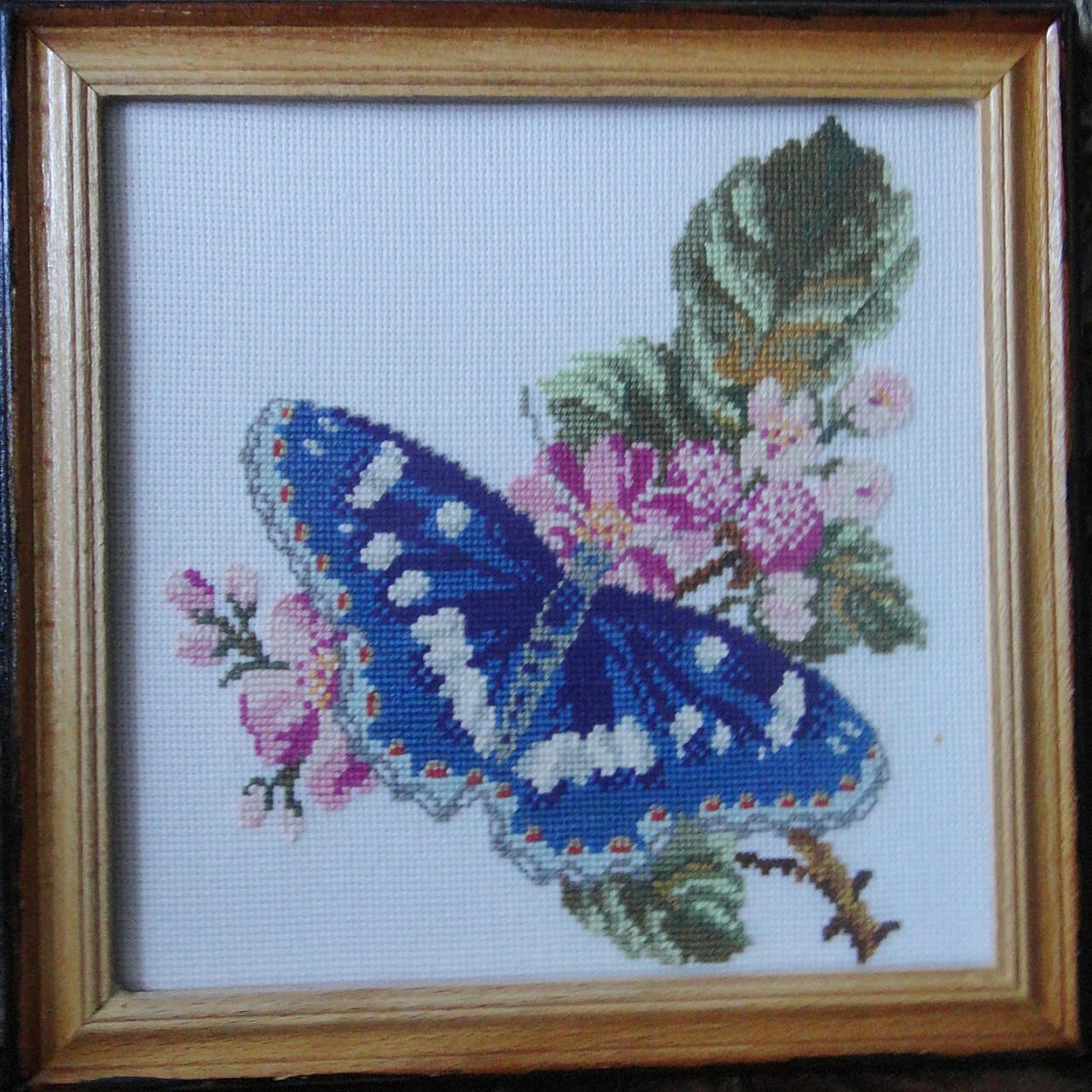 Картина «Бабочка Адмирал» вышитая крестом ручной работы 20х20 см