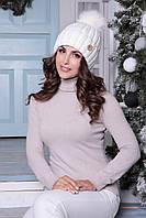 Женская шапочка с помпоном Барбара молоко