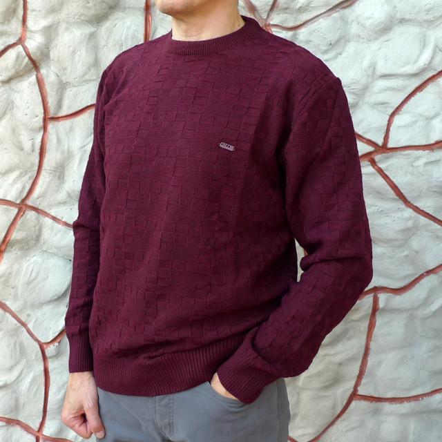 Модный бордовый джемпер связанный в квадраты