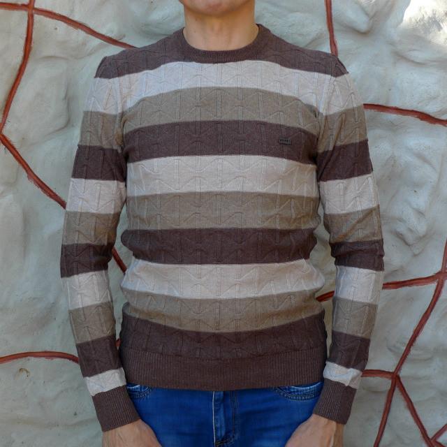Джемпер коричневый мужской с бежевой полосой