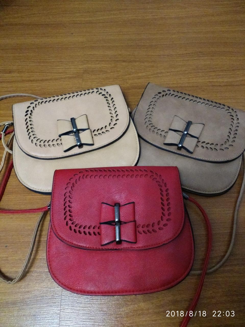 Женская сумочка красного цвета