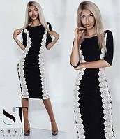 Платье ниже колен с кружевом