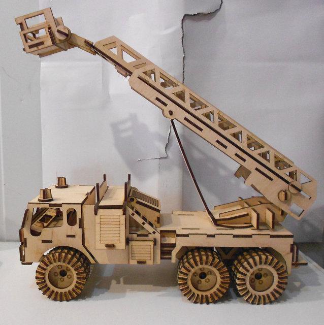 Деревянный конструктор Пожарная машина 172 детали