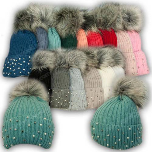 Вязанная шапка с бусинками для девочки