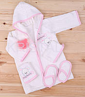 Детский банный набор 0-3 мес KRISTAL бело-розовый 5 единиц Халат тапочки мочалка губка слюнявчик Турция