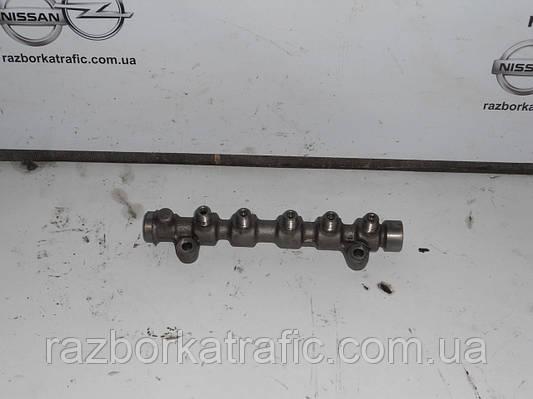 Топливная рейка 2,5 на Renault Trafic, Opel Vivaro, Nissan Primastar