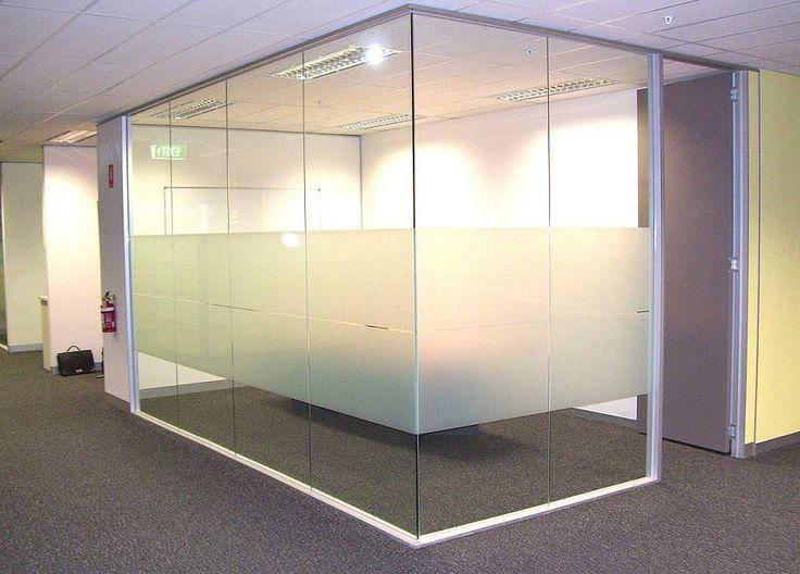 Межкомнатная перегородка из стекла для офиса
