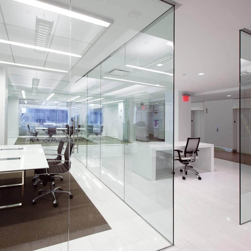 Офисные стационарные перегородоки из стекла