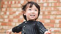 У Британії винайшли дитячий одяг який росте разом з дитиною
