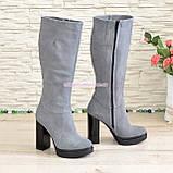 Сапоги женские демисезонные из натуральной замши серого цвета на высоком каблуке, без фурнитуры, фото 3