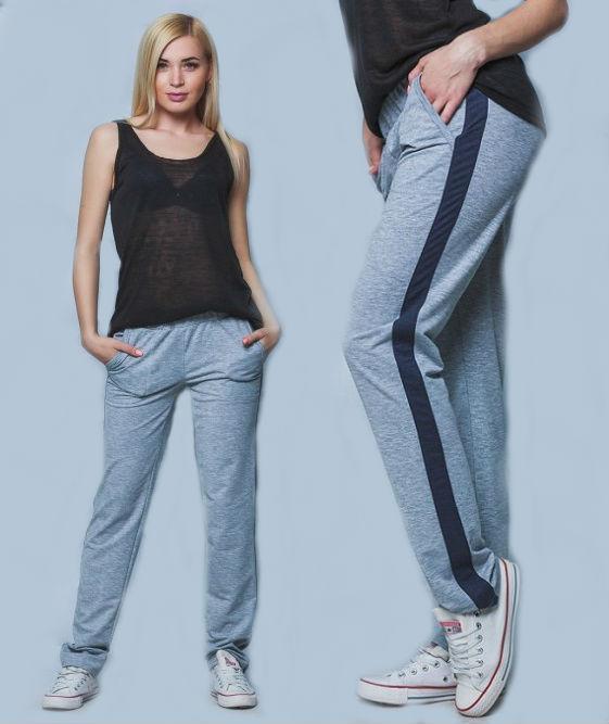 Демисезонные штаны женские спортивные брюки лампасами прямые серые трикотажные с карманами