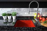 Столешница из натурального гранита со встроенной кухонной мойкой из искусственного камня