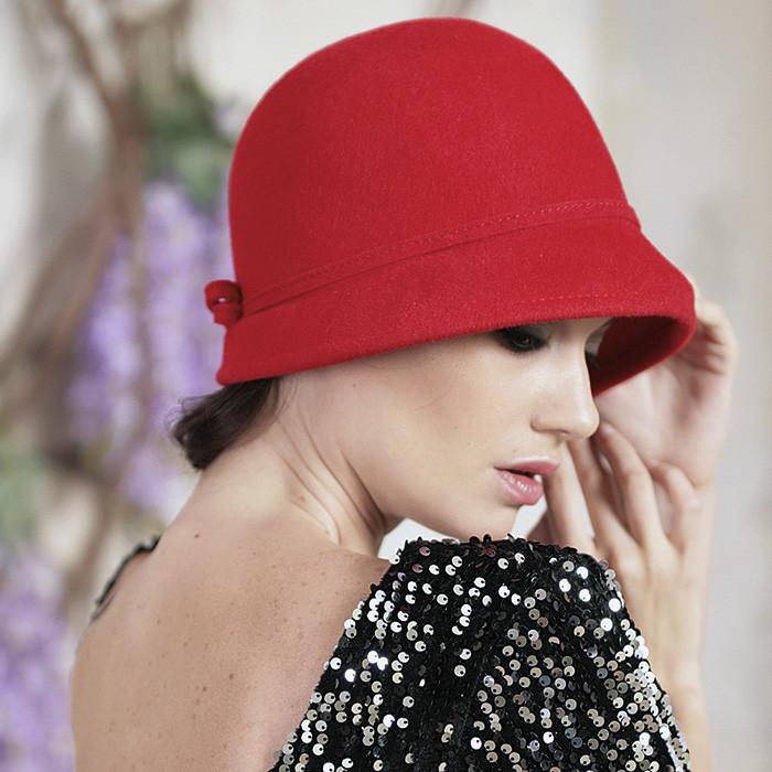 фетровая шляпа с маленькими  полями цвет красный