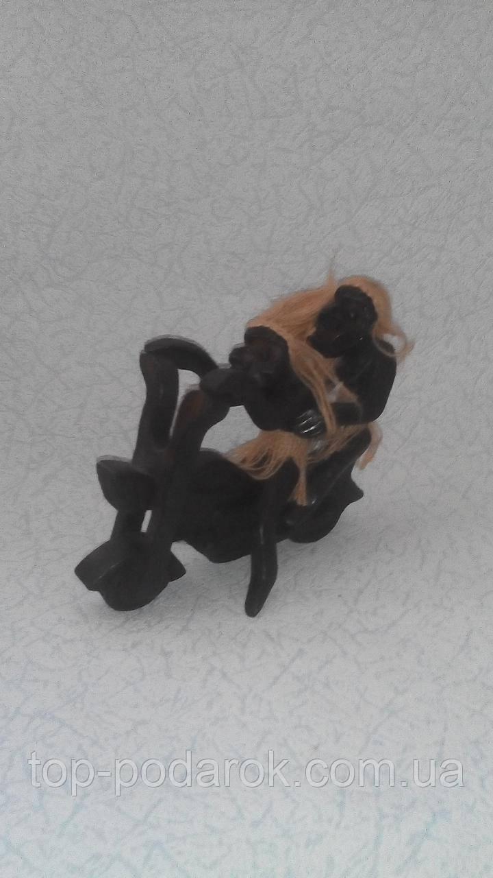 Статуэтка деревянная Папуасы на мотоцикле