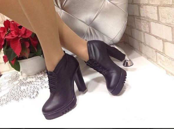 Стильные женские ботинки на шнуровке из натуральной кожи