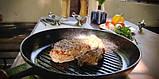 Сковорода гриль чугунная, эмалированная с деревянной ручкой и прессом. d=260мм, h=40мм, матово-чёрная, фото 3