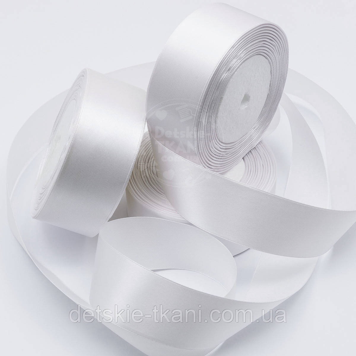 Лента сатиновая шириной 38 мм белого цвета
