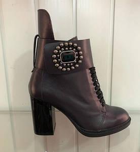 Кожаные женские ботинки со шнуровкой на каблуке