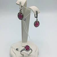 Комплект серебряных изделий серьги и  кольцо  с  натуральным рубином (кабошон).