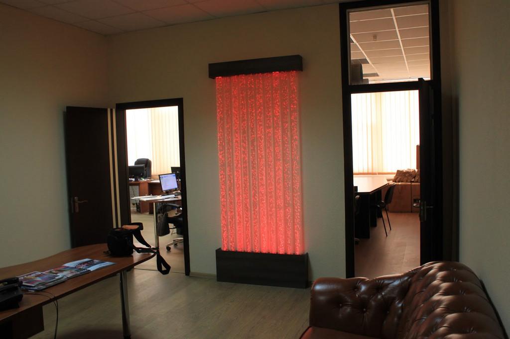 Пузырьковая колоннада в офисе заказчика