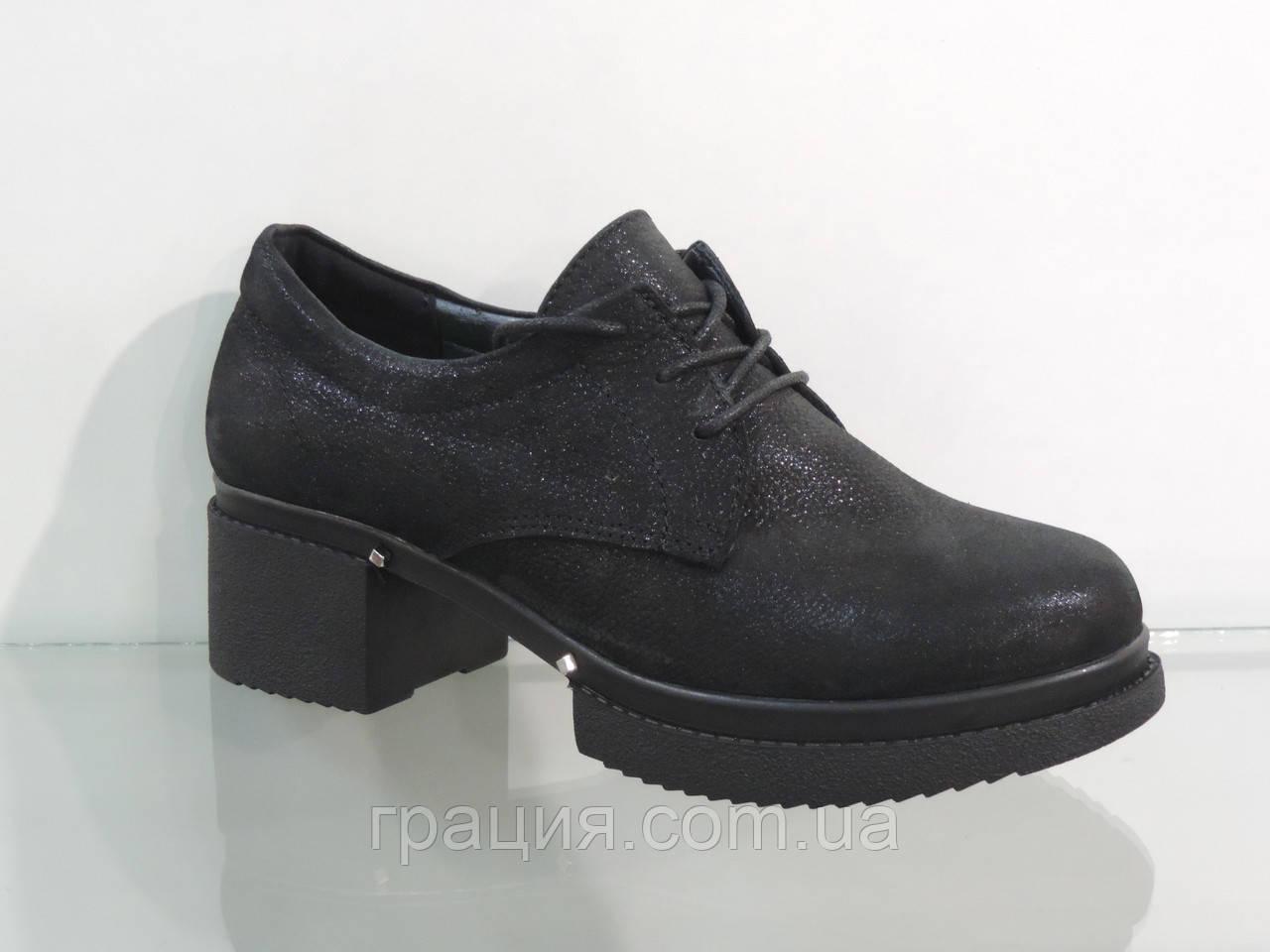 Стильні замшеві туфлі на платформі зі шнурівкою