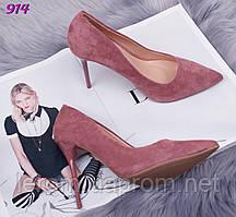 Элегантные замшевые туфли-лодочки на шпильке