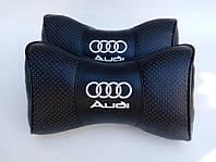 Автомобильная подушка на подголовник в авто автомобиль  Audi чёрные/ белый накат