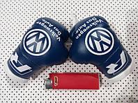 Боксерские перчатки в машину на стекло сувенир брелок Volkswagen Синие с белым