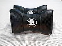 Автомобильная подушка на подголовник в авто автомобиль логотип SKODA Новый чёрный цвет перфорация