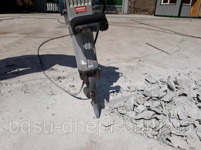 Демонтаж бетоноломом бетонного въезда