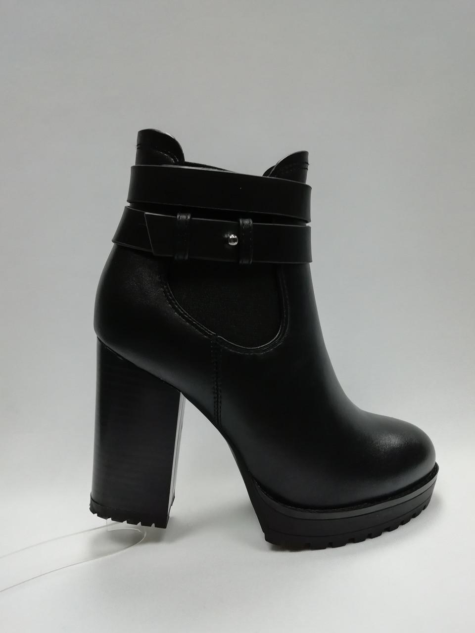 Черные ботинки из эко-кожи. Ботильоны. Маленькие размеры (33 - 35).