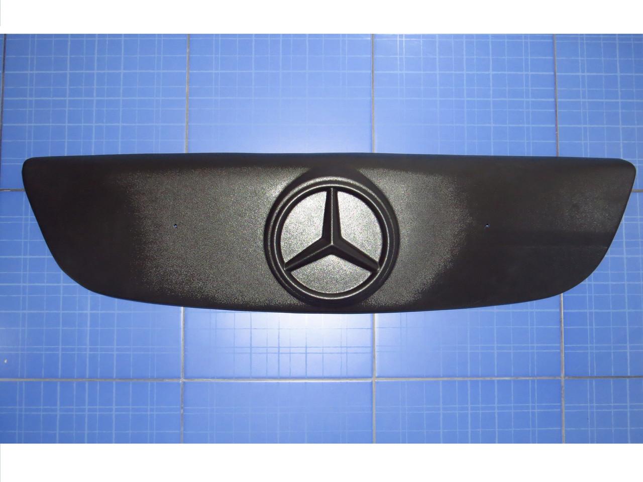 Зимняя заглушка решётки радиатора  Мерседес Спринтер верх с 2006 матовая Fly. Утеплитель решётки Mercedes