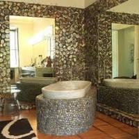 Купить гальку и её применение в ванной комнате.