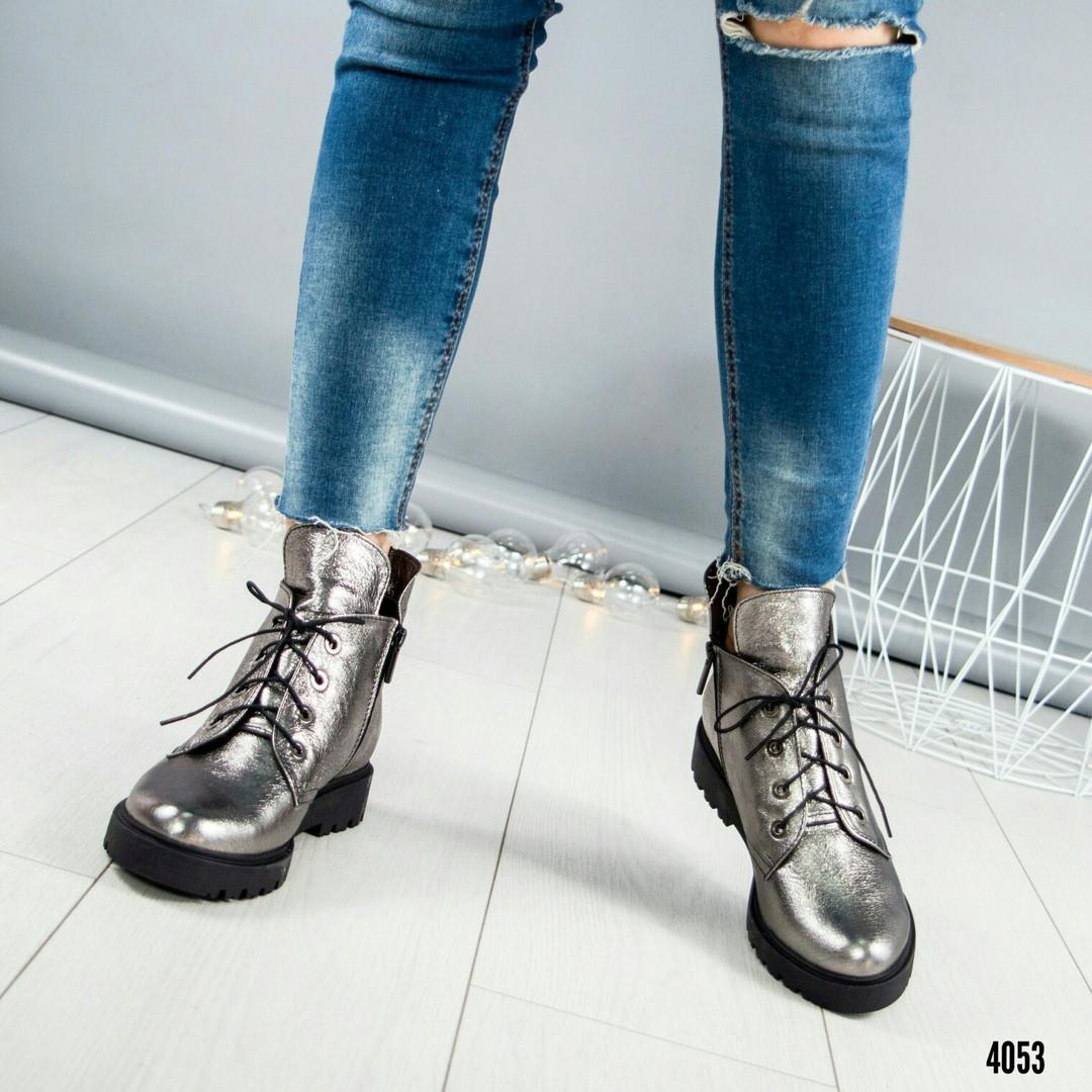 Ботинки женские на шнуровке серебристые