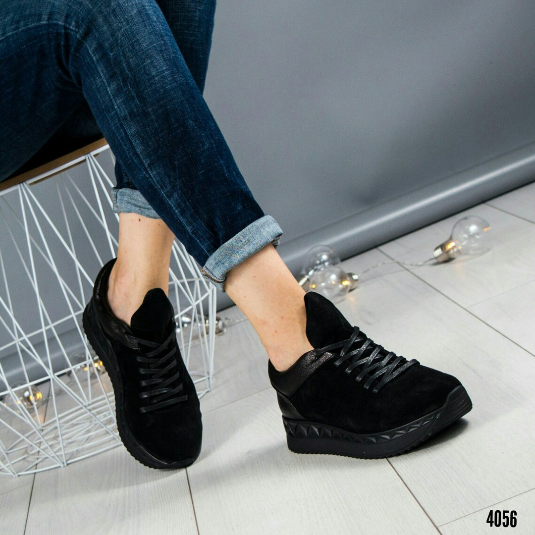 Кроссовки на оригинальной подошве черные