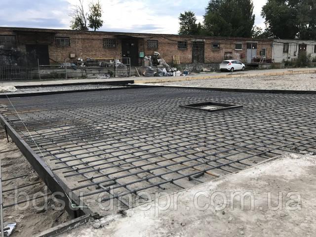 Увязанная арматура, подготовленная под приёмку бетона