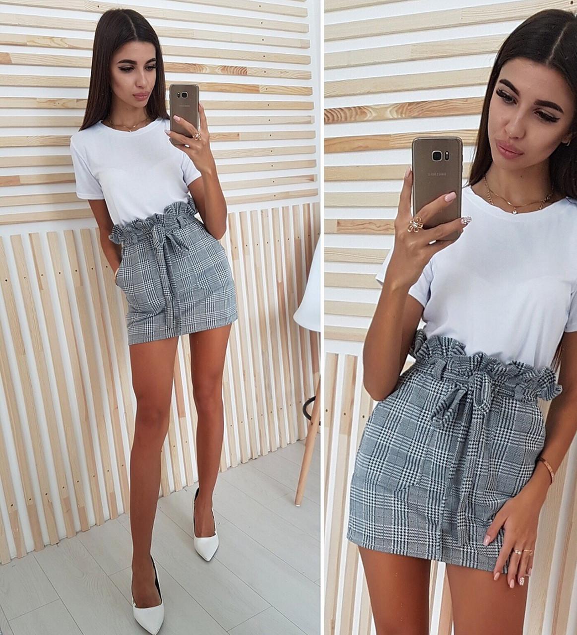 Стильный костюм юбка короткая в клетку и белая футболка  продажа ... 94ba692773d