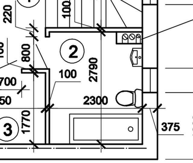 План помещения предоставлен клиентом. Санузел расположен на мансардном этаже частного дома. Высота потолка 2750 мм, высота над мансардой 1700 мм. Окно 600х1300 мм.