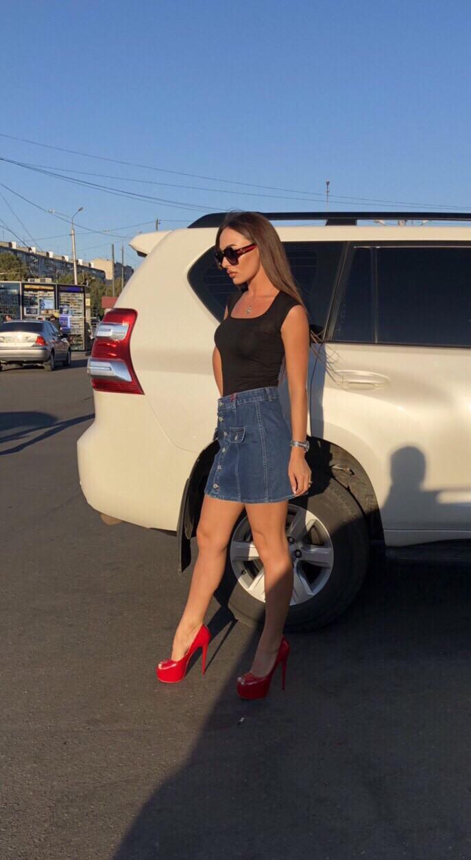 Джинсовая юбка на пуговицах с накладными карманами